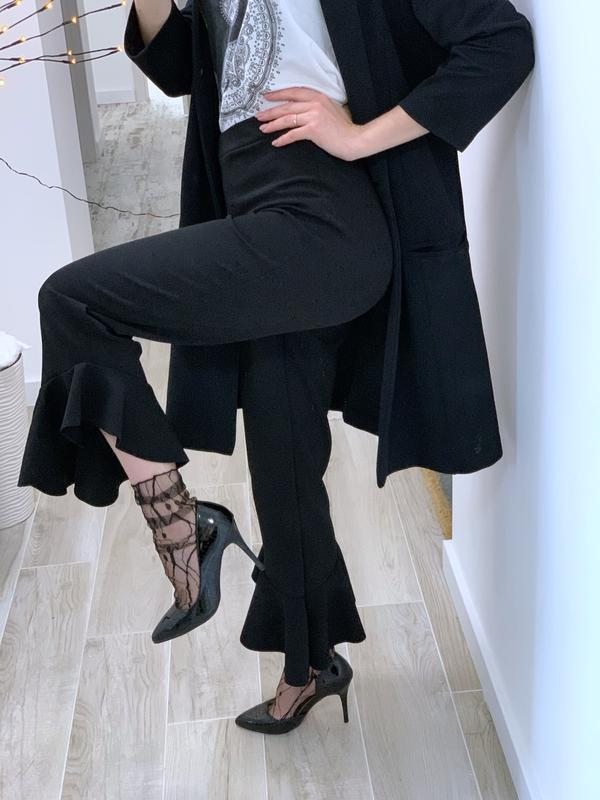 Укорочённые брюки с воланами - Фото 8