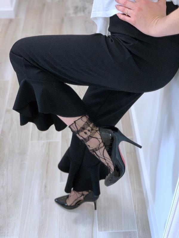 Укорочённые брюки с воланами - Фото 7