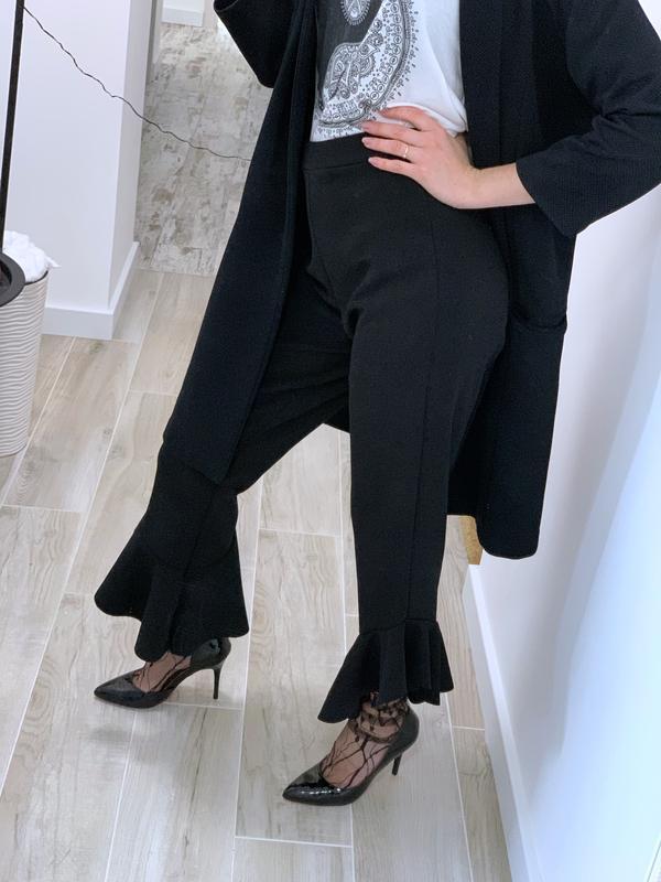 Укорочённые брюки с воланами - Фото 4