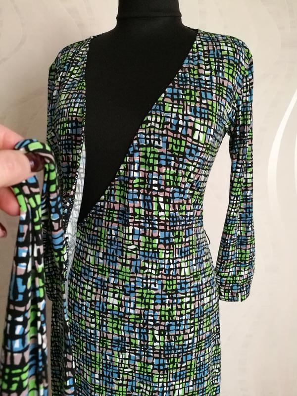 Трендовое стильное миди  платье-халат на запах mаggy london