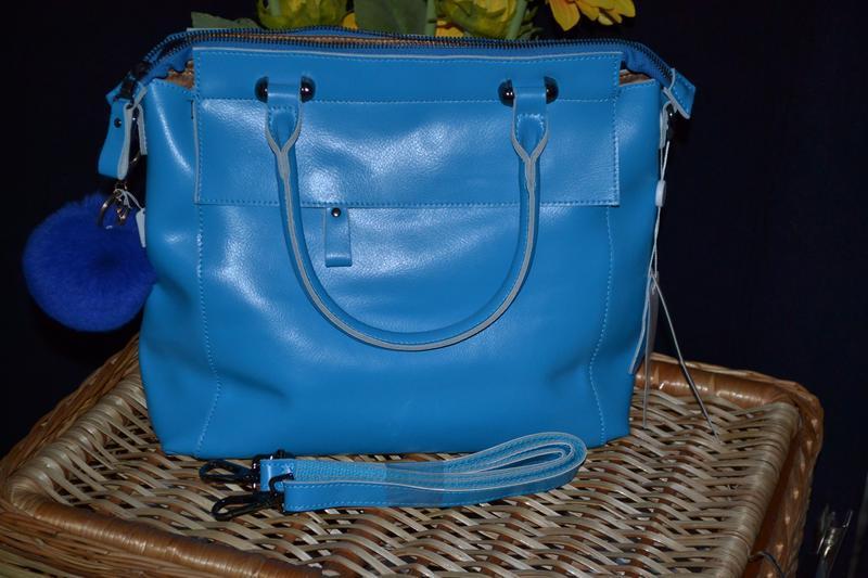 Яркая кожаная сумка