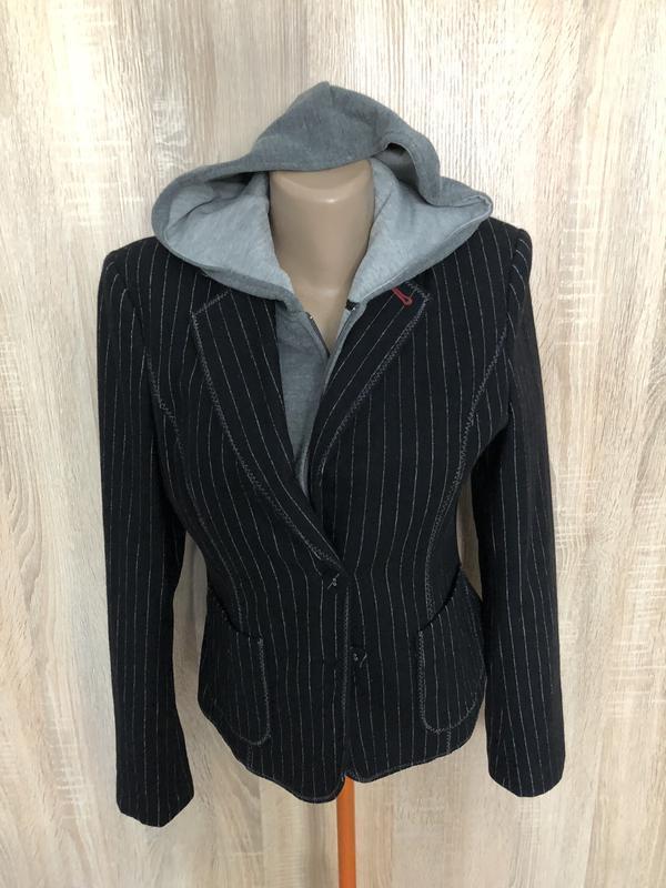 Пиджак жакет из шерсти 2 в 1 с отстегивающимся капюшоном