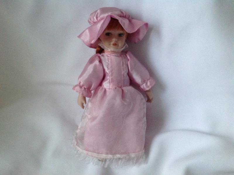 Статуэтка кукла фарфор